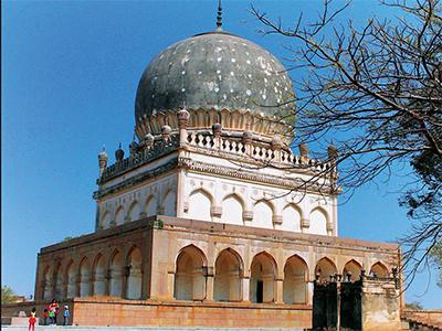 Hayat Baksh Begum's tomb in Hyderabad