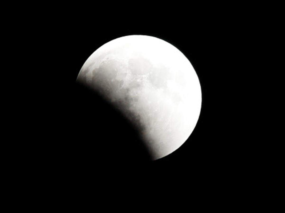 A 'Super Blue Blood Moon' rises during a lunar eclipse over Cairo, Egypt. (Reuters photo)
