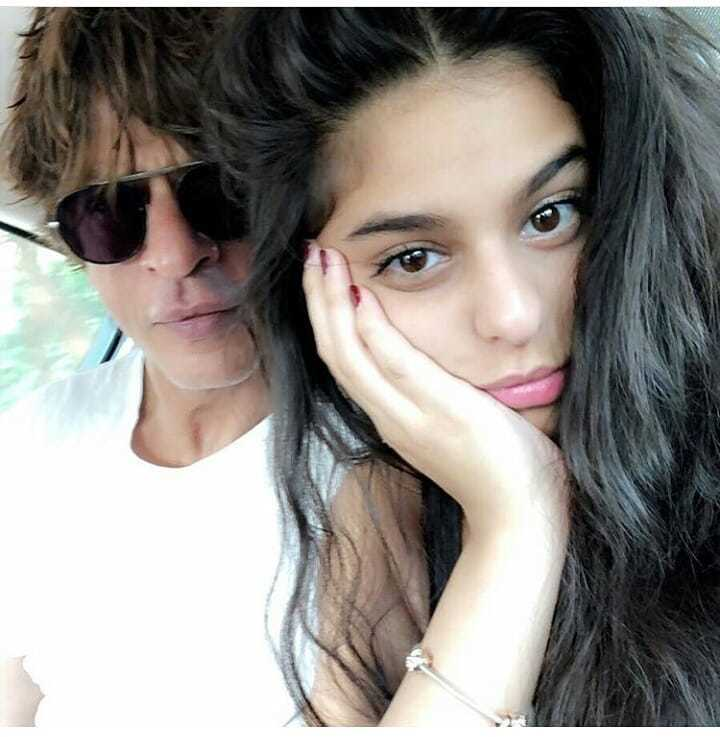 Shah Rukh poses with daughter Suhana. Photo: Photo: Instagram/@suhana_khan_officiall