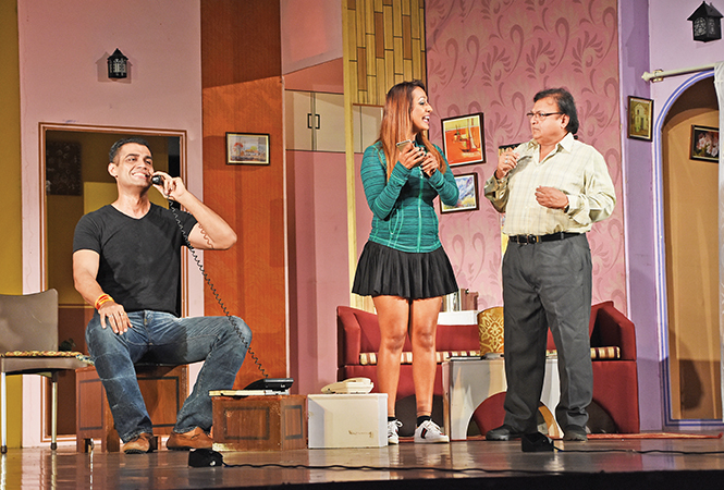 (L-R) Rahul Buchar, Kashmera Shah and Rakesh Bedi in a scene from the play Wrong Number (BCCL/ Farhan Ahmad Siddiqui)