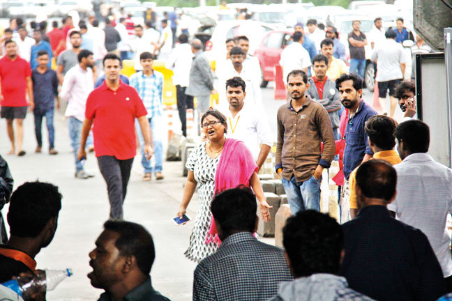 Civilian Meghna Rathore distracted the mob for security personnel to clear the traffic