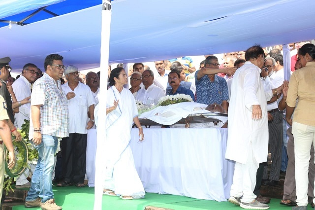 Mamata Banerjee paid her last respects