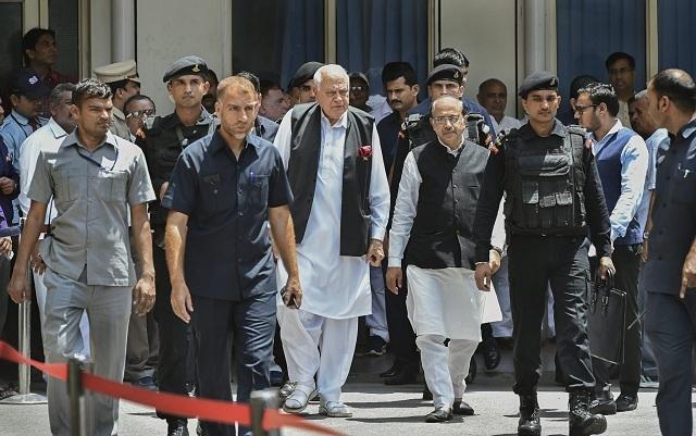 Senior politician Farooq Abdullah and Sports Minister Vijay Goel leave from AIIMS. (PTI)