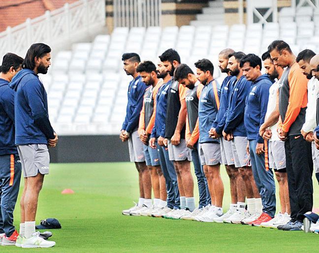 Indian team observes one-minute silence in tribute to Wadekar