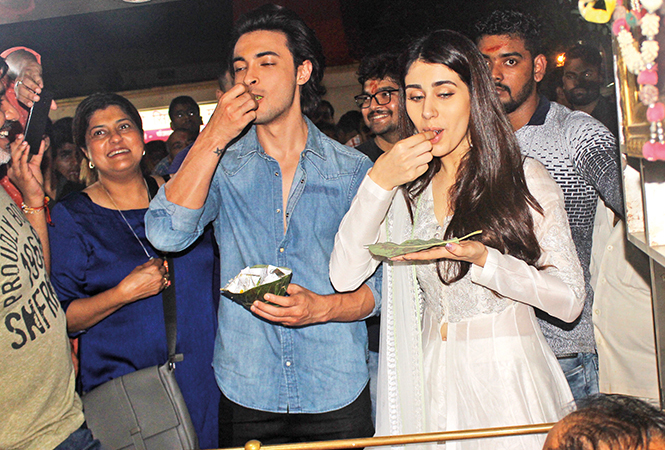Aayush and Warina got to taste the famous Banarasi paan (BCCL/ Arvind Kumar)
