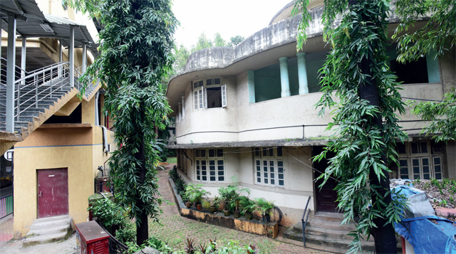 The monorail's Ambedkar Nagar station abuts the official residence designated for the KEM Hospital's dean in Parel (PHOTO BY SATISH MALAVADE)