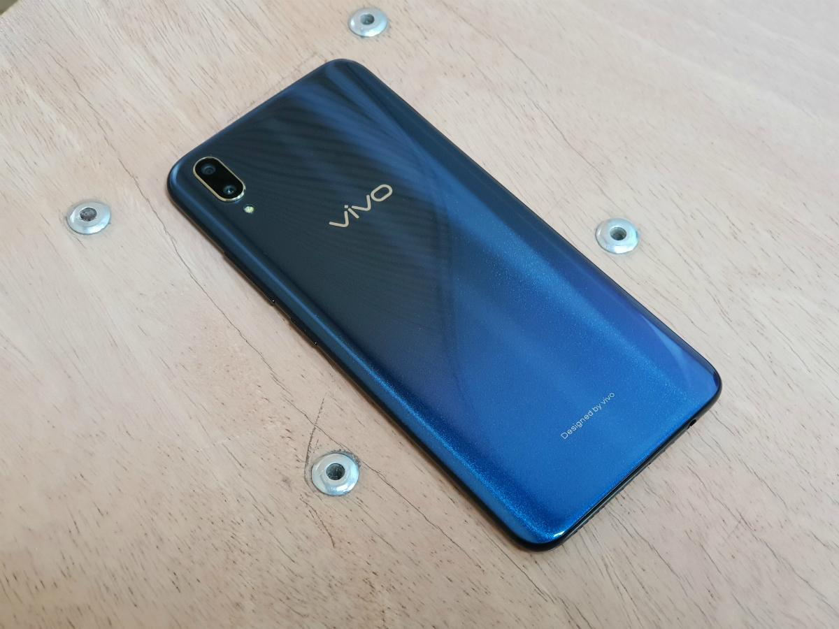 vivo v11 pro price: Vivo V11 Pro with in-screen fingerprint