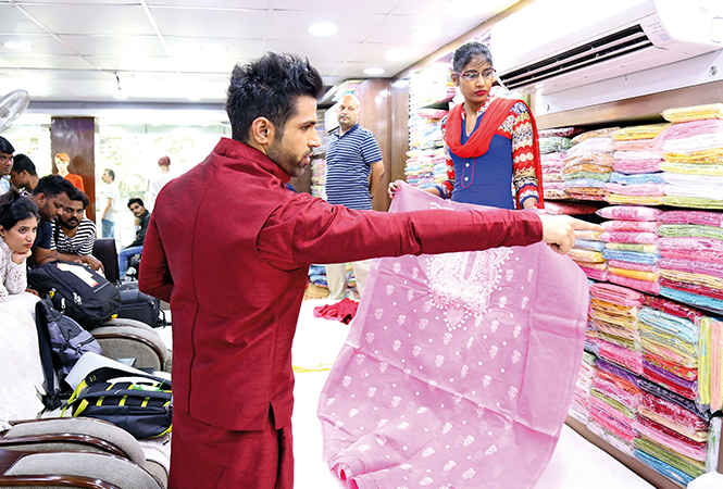 Rithvik checking out a chikan suit at a shop in the city (BCCL/ Aditya Yadav)