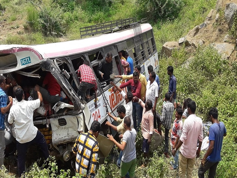 The injured were rushed to different hospitals in Karimnagar and Jagityal districts