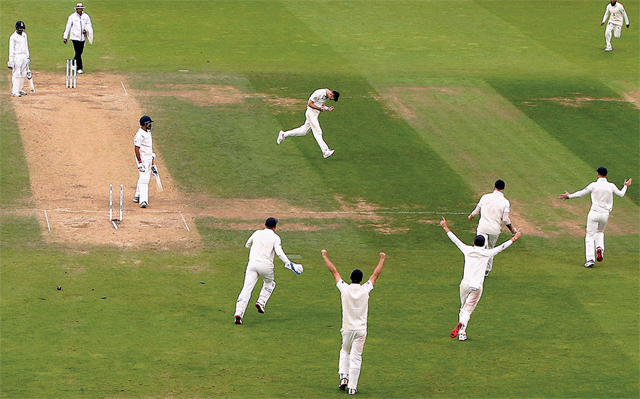 Éngland players celebrate India's last wicket.