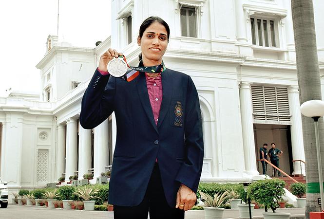 Sudha Singh flaunting her medal (BCCL/ Vishnu Jaiswal)
