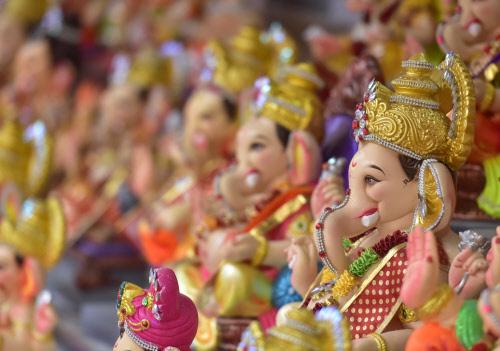 Devotees buy Ganesha idols. Photo: BCCL/Aniruddhasingh Dinore