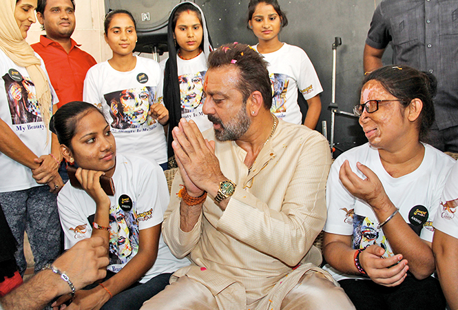 Sanjay Dutt especially visited the cafe when he was shooting in Lucknow, and met with the acid attack survivors there (BCCL)