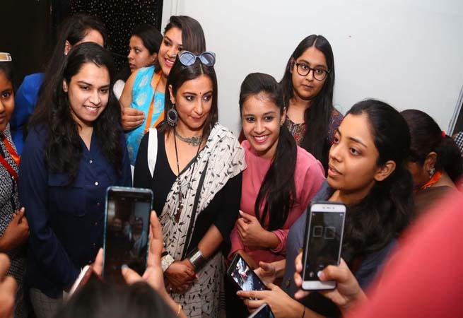 Divya Dutta surrounded by her fans in Jaipur