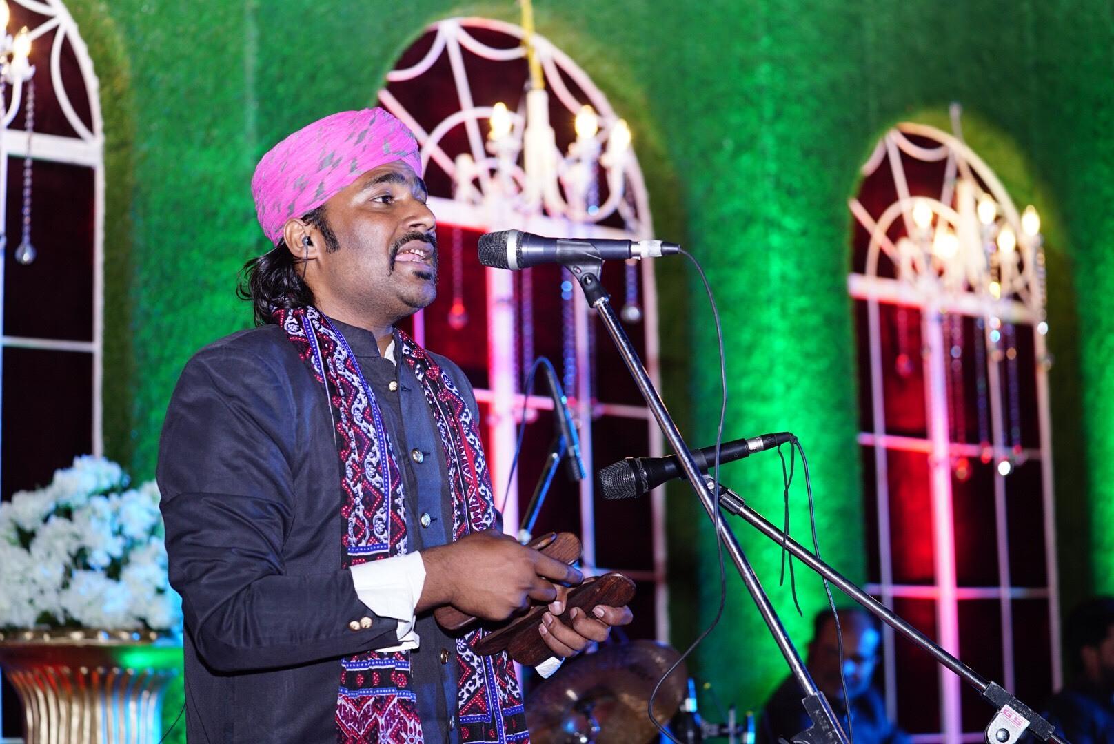 Singing on the tunes of Kartal.