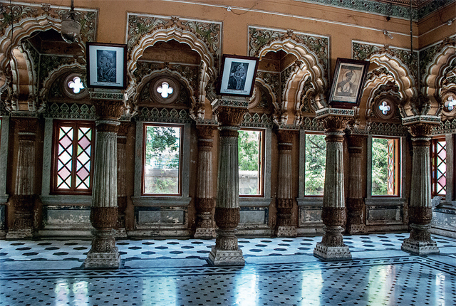 The decorated hallway of Shinde Chhatri.