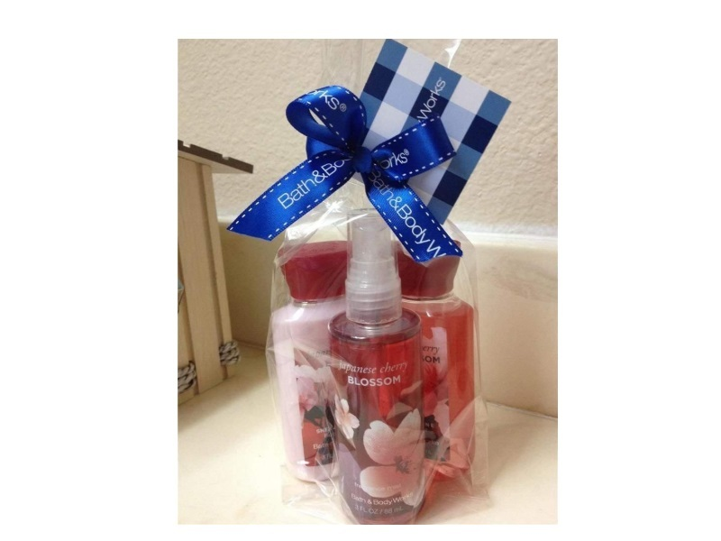 Bath & Body Works Japanese Cherry Blossom Travel-Size Gift Set