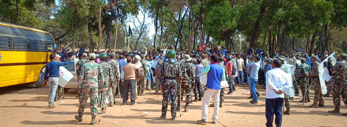 A day of violence, lathi charge: para teachers face action on statehood day - Times of India