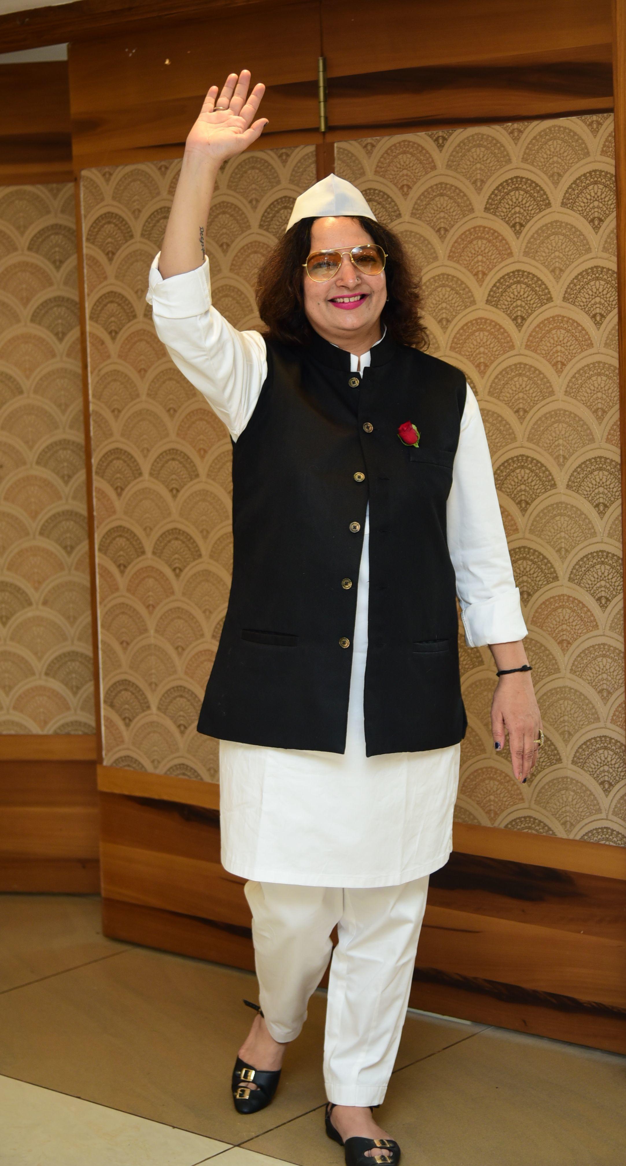Dolly Khatri in Nehru ji's look!
