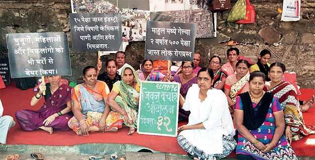 An ongoing silent protest by Mahul residents and activists outside Vidyavihar station since October 28