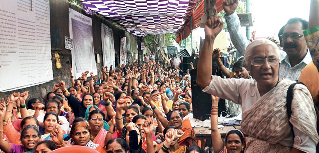 Medha Patkar took part in a sit-in with the residents at Vidyavihar