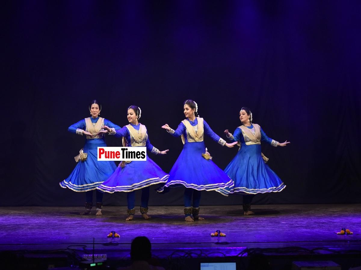 Maneesha_Sathe_with_Sarveshwari_Sathe_with_Shambhavi_Dandekar_and_Tejaswini_Sathe
