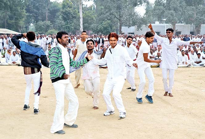 Prisoners dancing at the event (BCCL/ Unmesh Pandey)