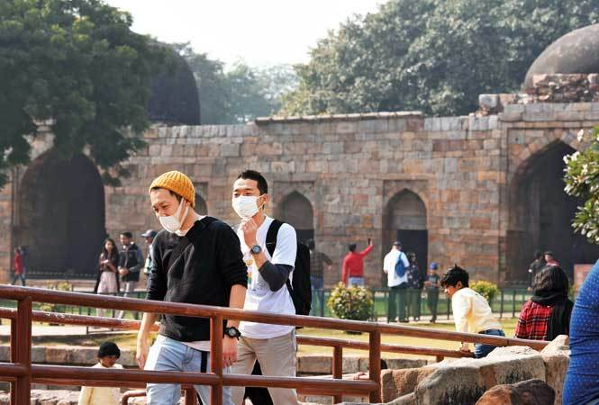 Tourist-pollution-shoot-qutub-minar-(28)