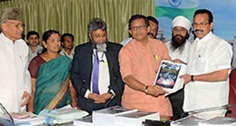 Anwar Manippady presenting the report to then CM Sadananda Gowda in 2012