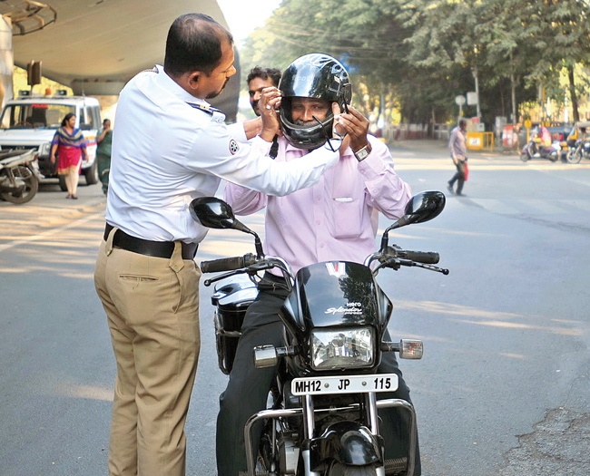 A key route, University Road saw over 150 riders without helmets caught within just two hours; none were spared; PICS: MAHENDRA KOLHE, RAHUL DESHMUKH