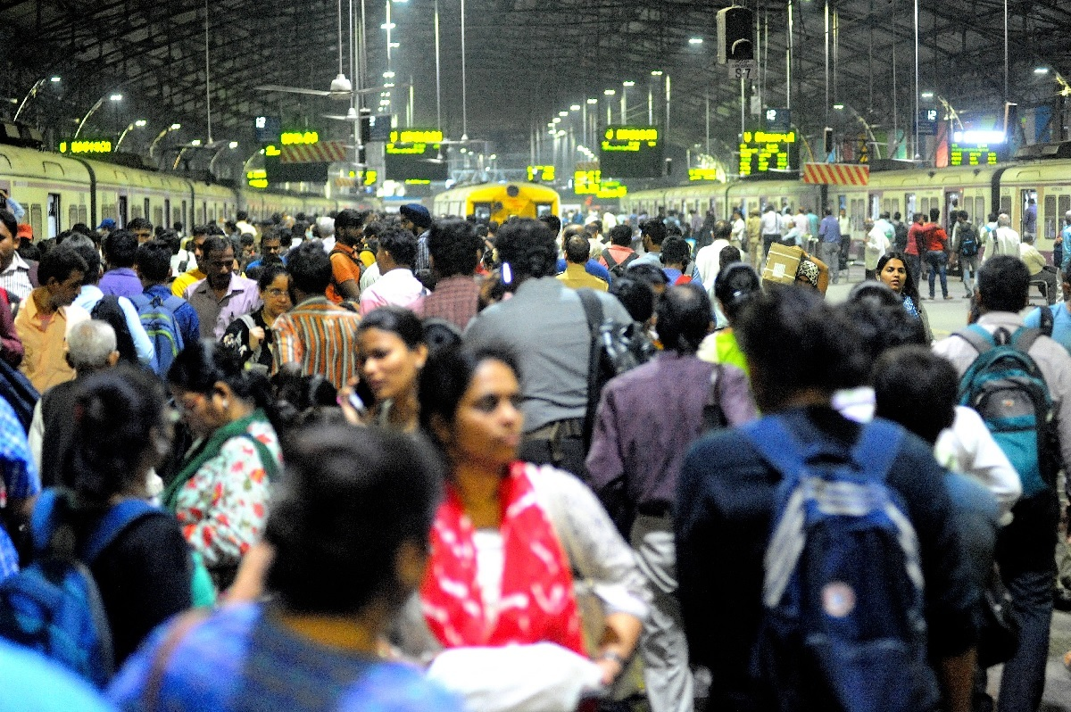 Commuters at Churchgate station on second day of BEST bus strike. Photo by Uma Kadam/ BCCL