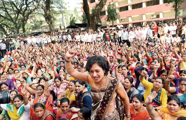 Wives of BEST employees held a protest march at Wadala depot against the eviction notices.
