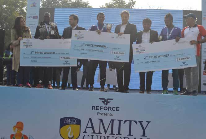 Dr-Aseem-Chauhan-Chancellor-Amity-University-Haryana-giving-awards-to-the-winners-of-42Km