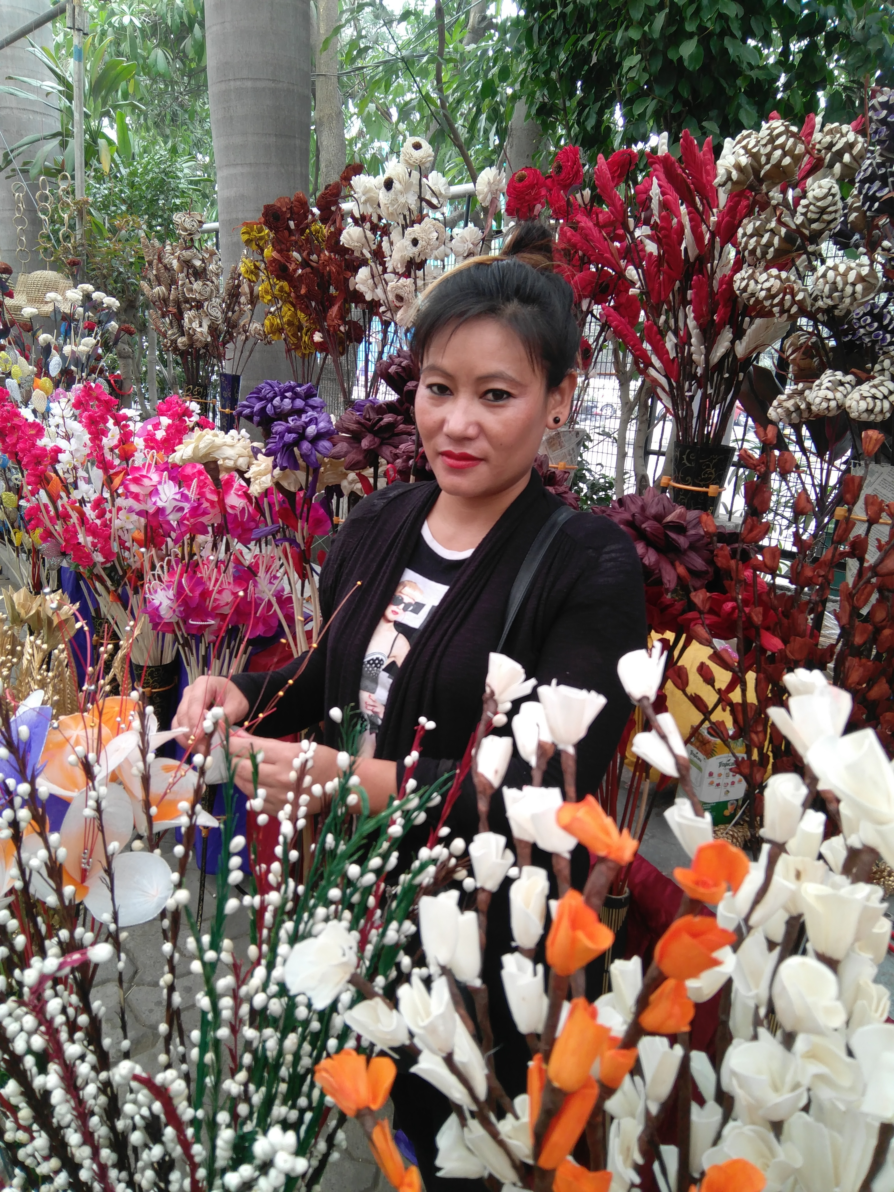 Ester Chishi along with her daughter Suliho has expertise in driftwood flower making