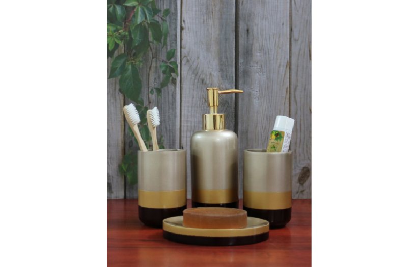 Use trays to display products and uniform accessories