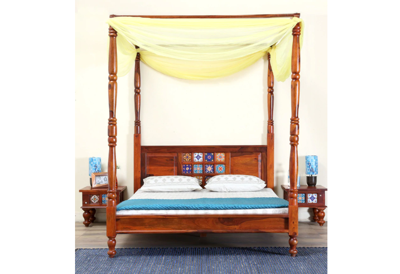 Poster bed in Honey Oak finish