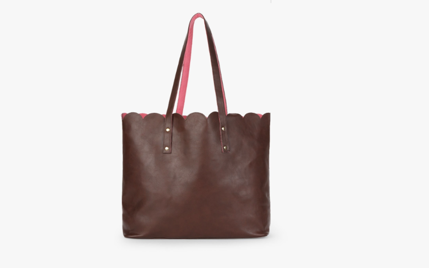 Wide tote bag with scallop detail