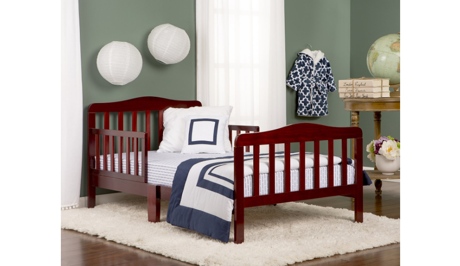 Classic toddler bed in cherry wood