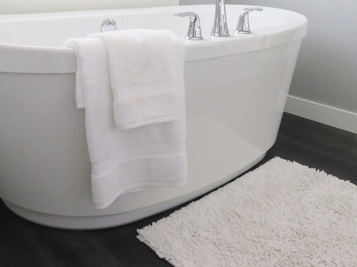 Make your bathroom lush with a area rug
