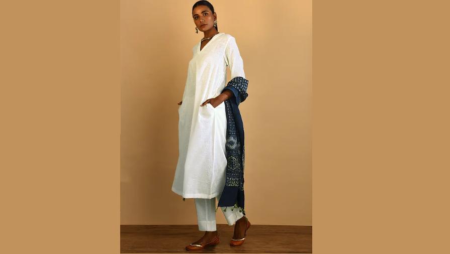 White kurta with pocket for the fashion-savvy
