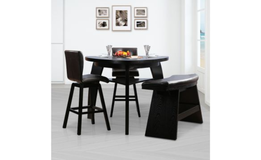 4-seater round table with mixed seating