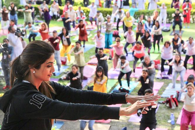 Shilpa Shetty doing Yoga (2)