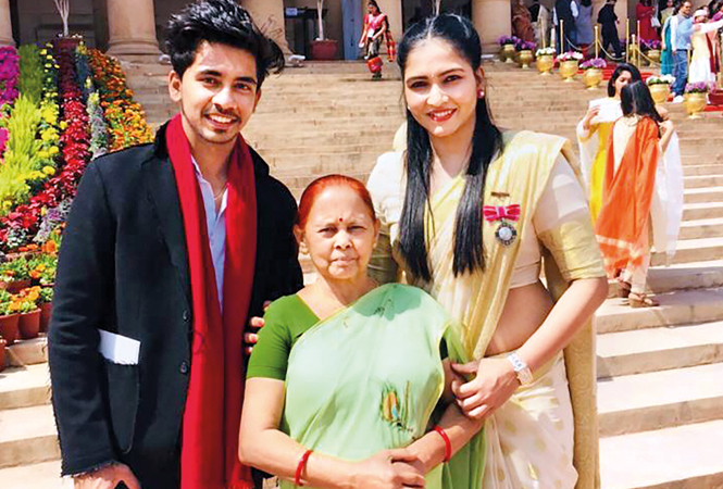 Prashanti Singh with mother Urmila and brother Vikrant at the ceremony (BCCL)