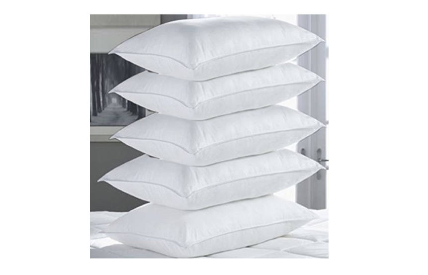 Synthetic fibre-filled 5 piece bed pillow set