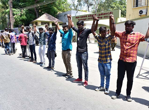 Government Arts College students - Human Chain protest (1) 635