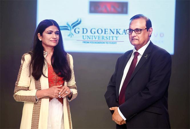 GD-Goenka-RAN_9151-Renu-Goenka,-Chancellor,-and-Suku-Bhaskaran,-President,-GD-Goenka-University