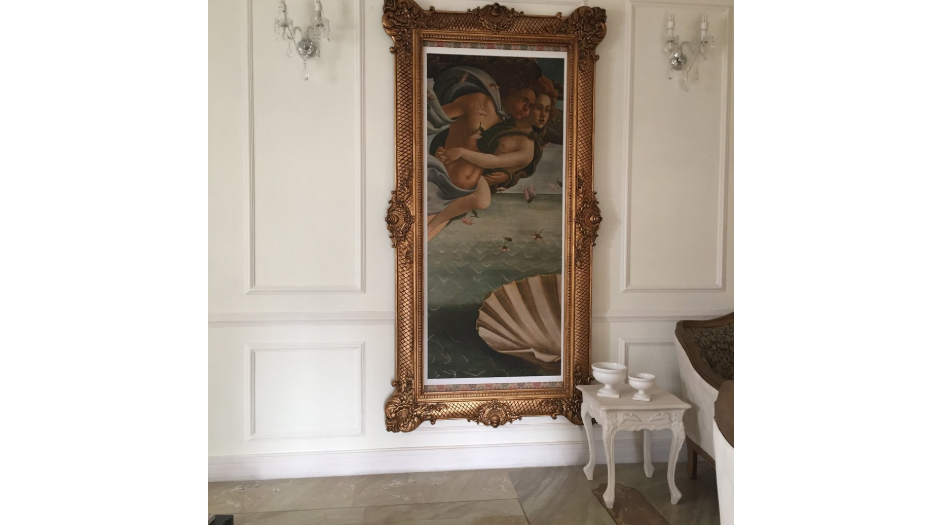 Oversized frame inspired by the Rococo Era