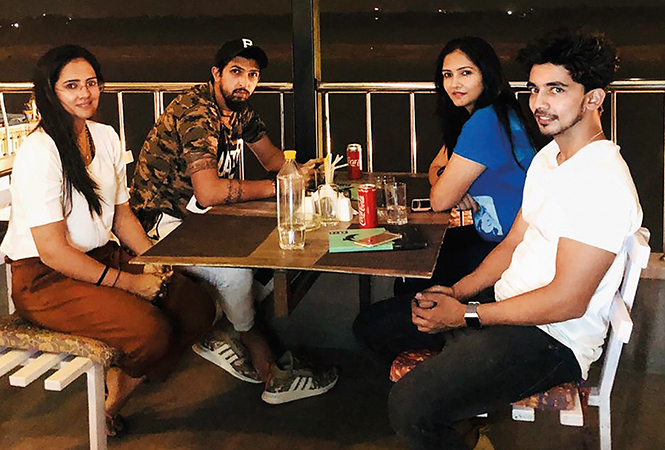 The couple enjoying a meal with Vikrant and Prashanti Singh on the ghat (BCCL)