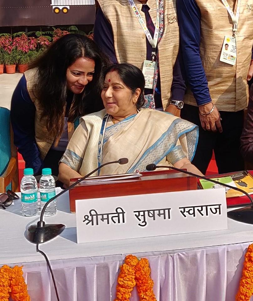 Niralee with Sushma Swaraj at Raj Ghat