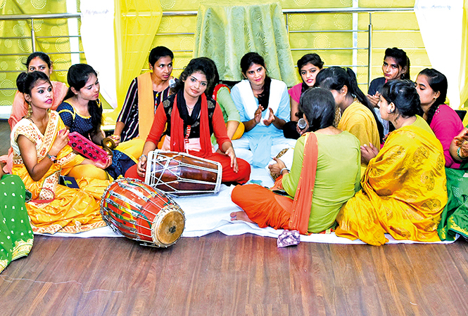 Ladies sang Teej and saawan songs at the event (BCCL/ Farhan Ahmad Siddiqui)